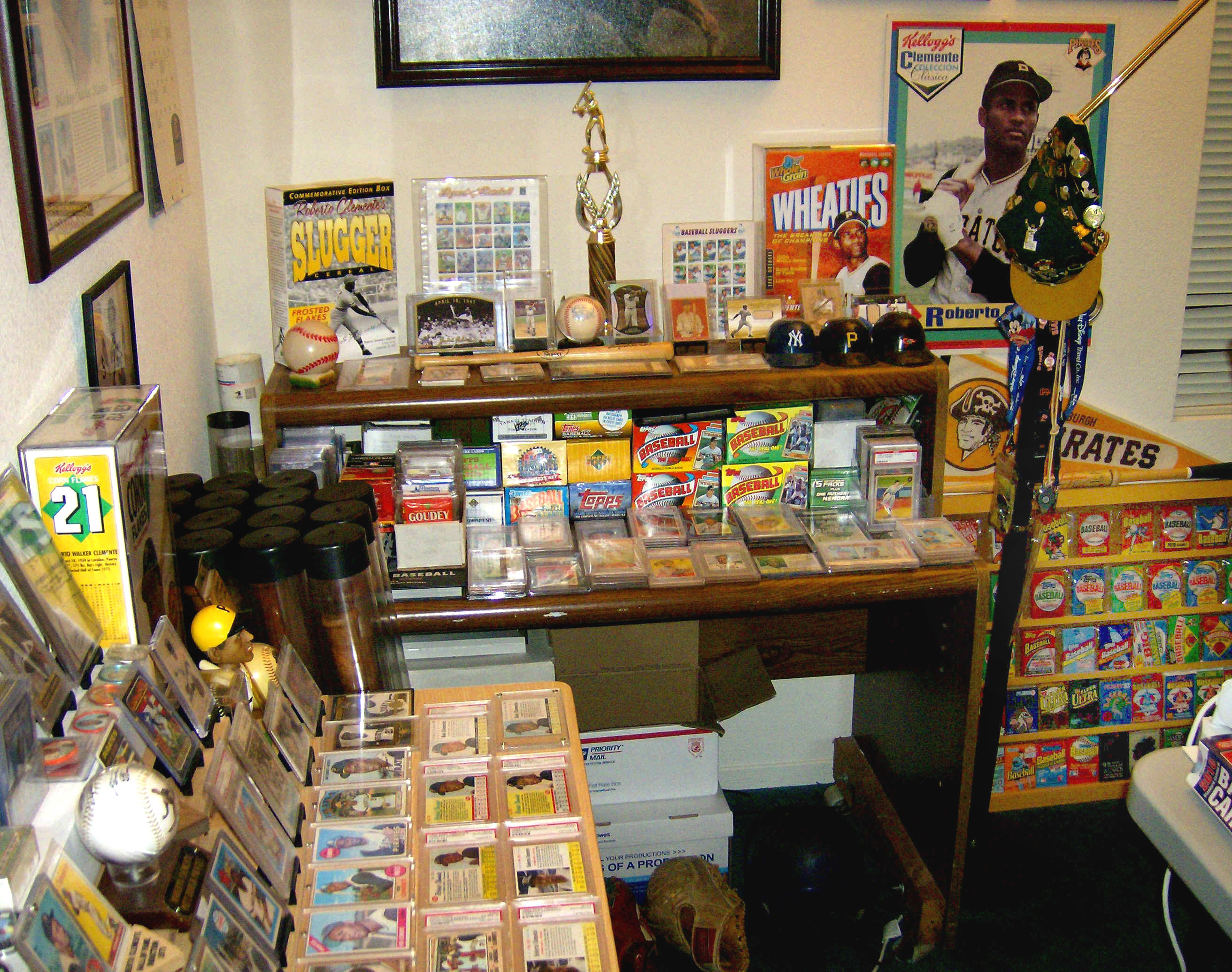Roberto Clemente Baseball Cards Collectores Showcase Room